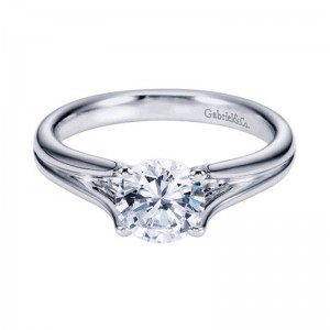 classic_diamond_solitaire_engagement_ring_morganhill
