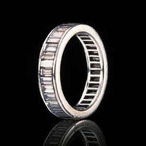 Marilyn's stunning wedding ring from Joe!