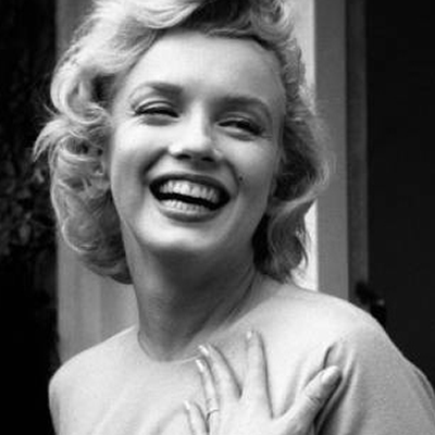 Marilyn Monroe shows the world her wedding ring from Joe Jewel Box